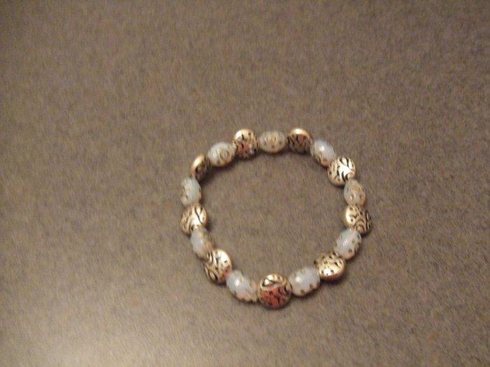 Streched charm bracelete