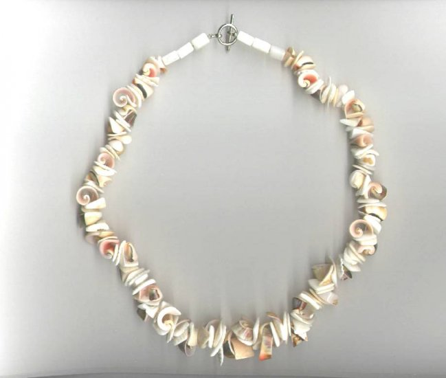 Red Lip Curly Shell Necklace