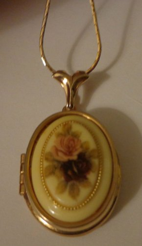 Vintage Edwardian Style Locket on Gold Tone Chain