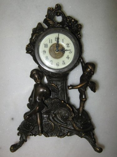 Bronze clock with 2 winged cherubs