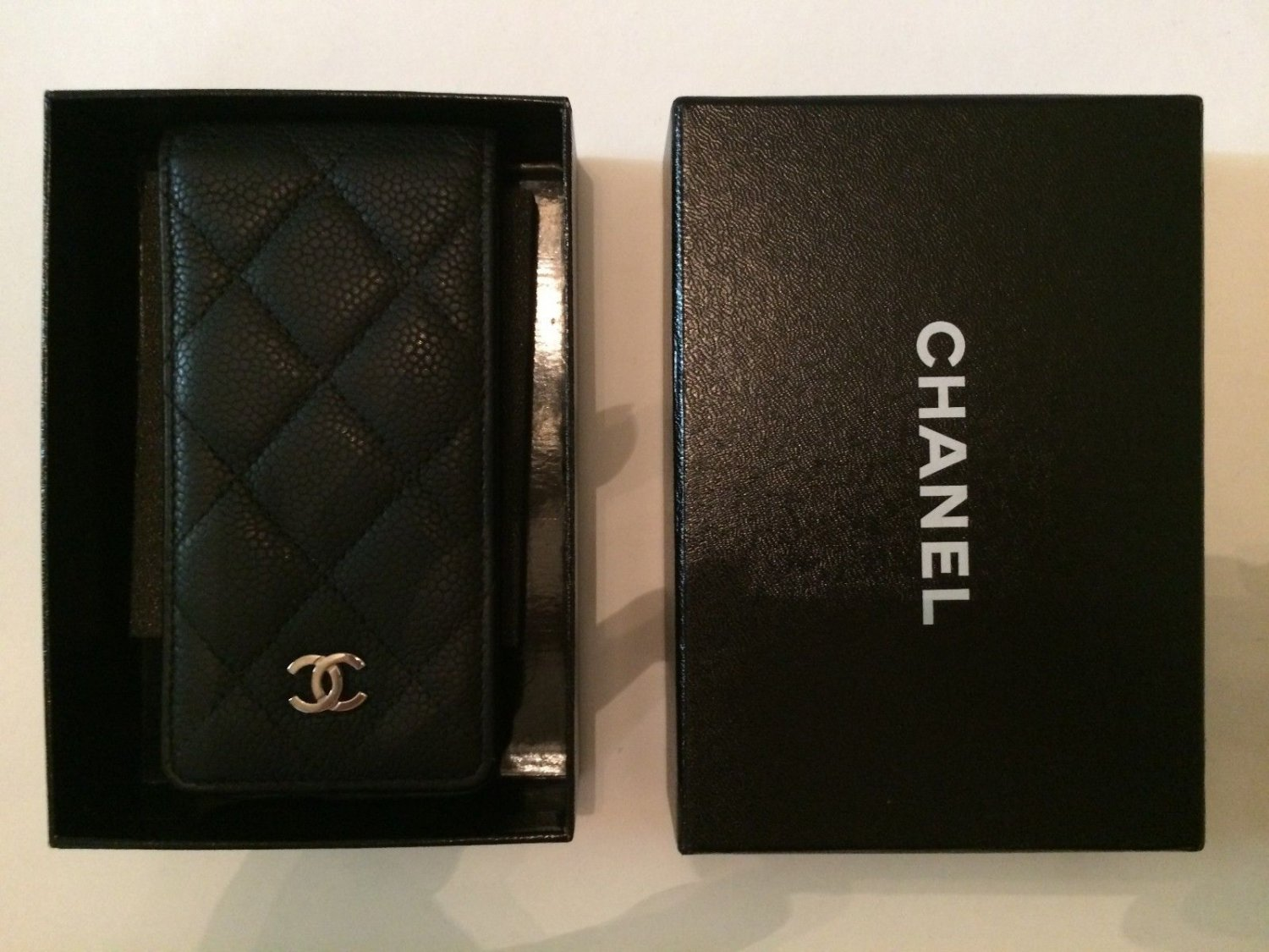 new product ed0ff 2bff9 Chanel Black Quilted Caviar Leather iPhone 5/5s Flip Case Pouch Card ...