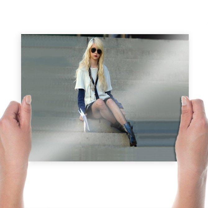 Taylor Momsen In Gossip Girl  Art Poster Print  24x18 inch