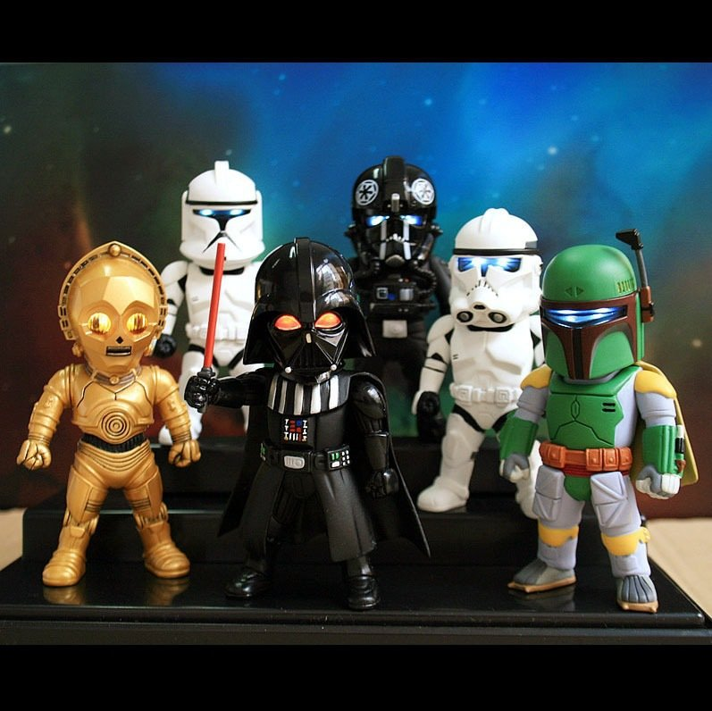 STAR WARS COLLECTION OF 6 MODEL FIGURE COLLECTIBLES