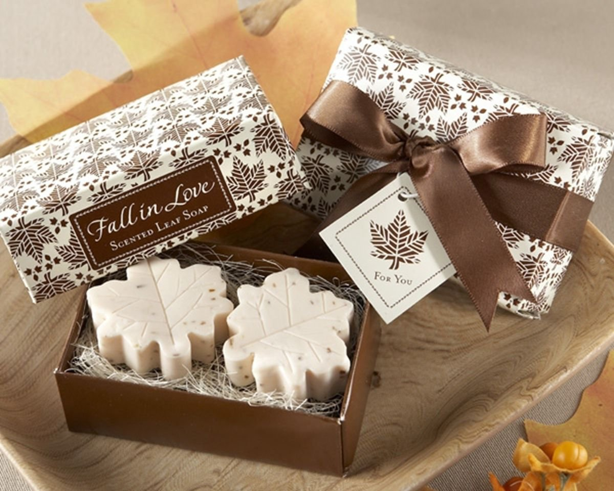 Creative Wedding Favors Bridal Party Gift Mini Scented Shower Bath MAPLE LEAF Soap Handmade DB