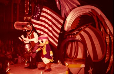 Disneyland 35mm LEADING THE PARADE Souvenir Slide PANA-VUE (Vintage) VP831