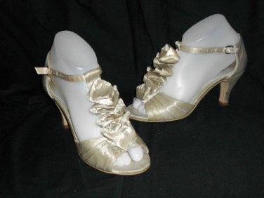 Cause and Effect 6.5 B Peep Toe Scrunch Tan Sandals Mid Heel Beige Shoes NWOB
