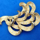 VINTAGE GOLD TONE & RHINESTONE FLOWING DESIGN PIN SHINY & TEXTURED - LOVELY !!