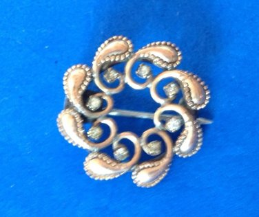 "VINTAGE ANTIQUE GOLD TONE WITH CLEAR STONES PIN 7/8"" DIAMETER SIMPLE ""C"" CLASP"