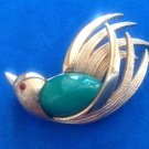 VINTAGE JELLY BELLY GOLD TONE FLYING BIRD WITH RED EYES PIN
