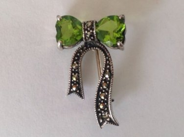 "ELEGANT PERIDOT & MARCASITE IN STERLING SILVER FLOWING BOW PIN 1 1/4"" X 3/4"""