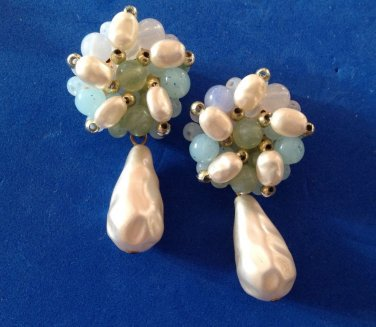 VINTAGE LIGHT WEIGHT BLUES WHITES & GREENS BEADED PIERCED DANGLE PEARL EARRINGS