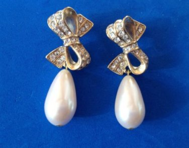 "CLASSY RHINESTONE DANGLING PEARL GOLD TONE BOW PIERCED EARRINGS 2"" X 7/8"""