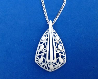"VINTAGE FANCY WHITE PENDANT ON 24"" WHITE CHAIN NECKLACE"