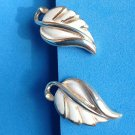 "VINTAGE ""CORO"" OFF WHITE ENAMEL ON GOLD TONE SCREW ON EARRINGS"