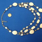 "PRETTY 3 STRAND CRACKLED BEIGE & GRAY STONE GOLD TONE NECKLACE UP TO 21"" LONG"