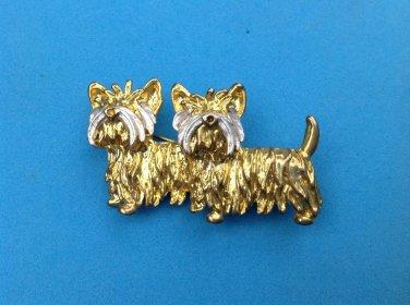 Twin Scotties pin gold tone / silver tone trim.