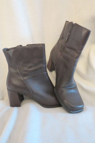 Very Nice Brown Leather Side Zippered Connie Ankle Boots Shoes Size 9 FREE SHIP