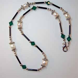 Emerald Swarovski Crystal and Pearl Necklace Handmade (JE47E)