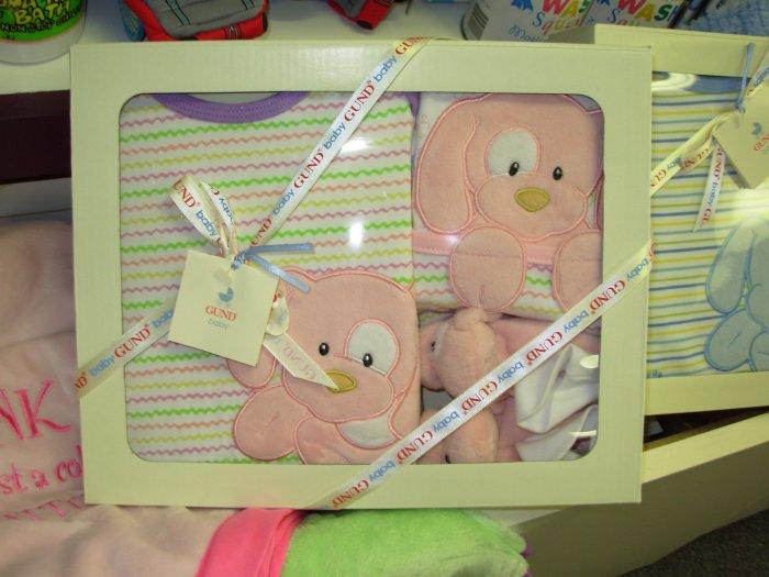 SPUNKY ONSIE BIB SLIPPERS GIFT SET NEW GUND BABY PINK CLOTHING SET