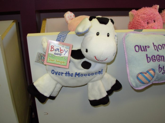 NURSERY DECOR LITTLE COW DOOR HANGER SAYS OVER THE MOOOOON! NEW WITH TAGS GANZ BABY