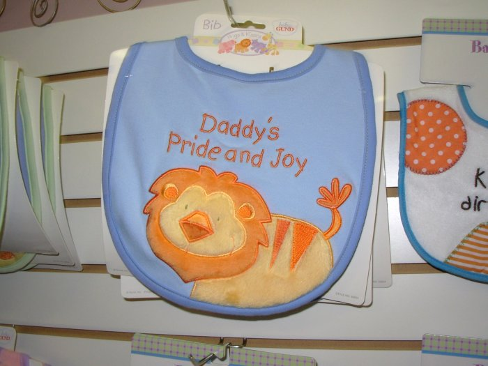 BABY BIB BURPCLOTH WITH SQUEEKER HUGS AND KISSES GUND NEW SAYS DADDYS PRIDE AND JOY