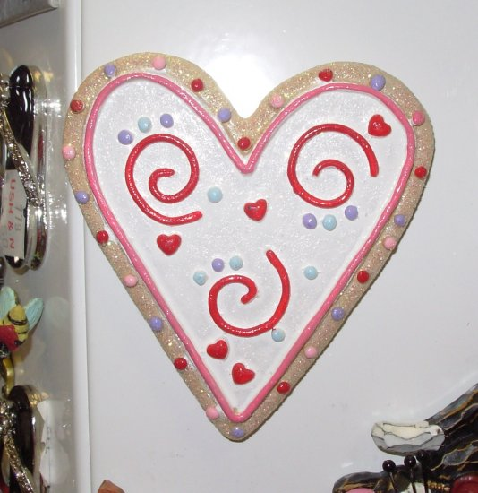 MAGNET VALENTINES COOKIE HEART REFRIGERATOR MAGNET RED HEARTS AND SWIRLS NEW