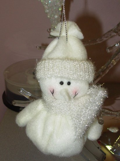 CHRISTMAS ORNAMENT ALL IN WHITE SNOWMAN BEANIE BOTTOM NEW GANZ HOLIDAY TREE HOME DECOR