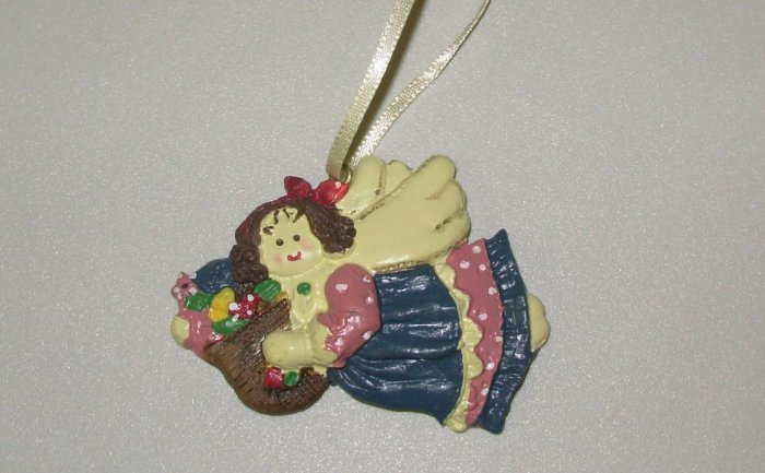 FLYING MINI RESIN ANGEL WITH BAG OF GOODIES CHRISTMAS ORNAMENT NEW GANZ HOLIDAY TREE HOME DECOR