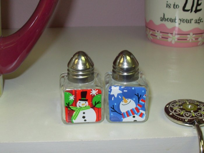 CHRISTMAS MINI SALT AND PEPPER SHAKERS NEW GANZ CHRISTMAS KITCHEN HOME HOLIDAY DECOR