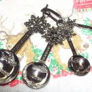 MEASURING SPOONS SET SNOWFLAKES PEACE LOVE FAITH JOY HEAVY ZINC NEW GANZ HOLIDAY KITCHEN DECOR