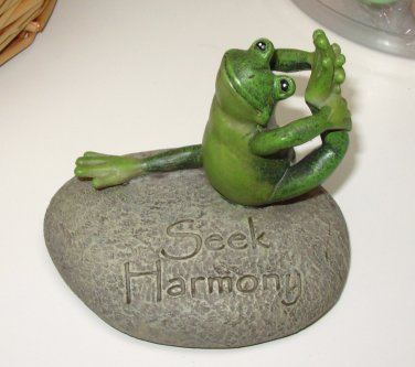 YOGA FROG ON ROCK POSING PIGEON POSE POSITION SAYS SEEK HARMONY RESIN FIGURINE NEW GANZ HOME DECOR