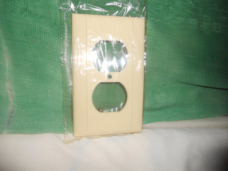 Plug Plate - Single Gang Ivory Duplex - Reliance Mfgr.