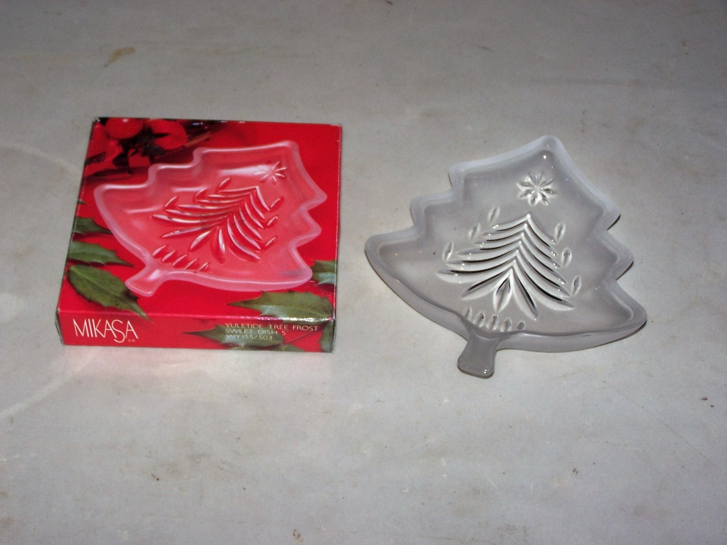 mikasa yultide tree frost sweet dish 5 inch glass