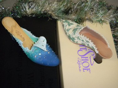 """4 Shoes Just the Right Shoe Collectible 3"""" Shoes 2-Touch of Lace & 2 Wave Shoes"""