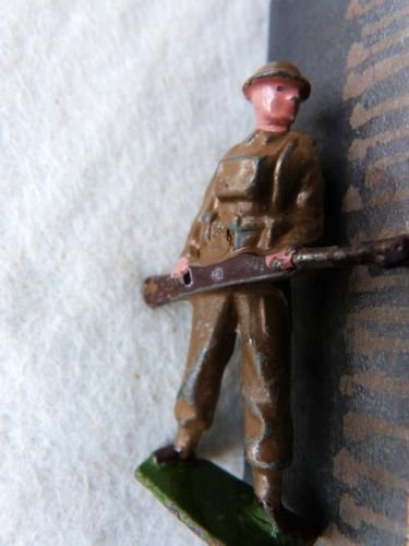 W BRITAIN TOY LEAD SOLDIER WWII BRITISH INFANTRY SOLDIER TOMMIES RIFLEMAN