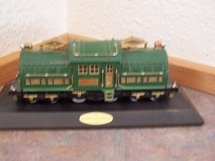 TRAIN 1028-No. 381E Locomotive w/Wooden Plaque by Lionel
