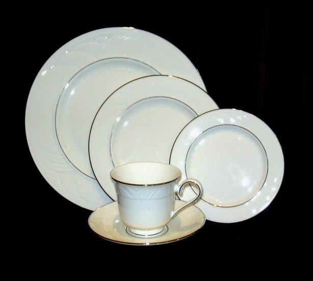LENOX SAND DUNE PLATINUM 5 PIECE PLACE SETTING Sold !