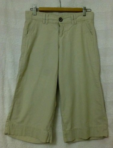 Lee Capris*Just Below the Waist*4 Pockets*Size 4 Medium*