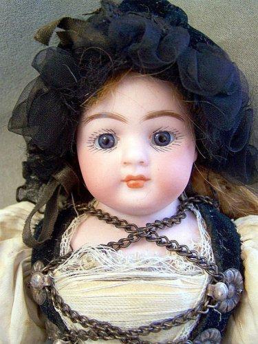 "9""Antique All Original Simon & Halbig 950 Closed Mouth Doll"