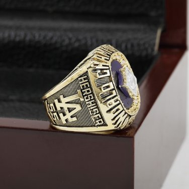 1988 LOS ANGELES DODGERS World Series Championship Ring Size 10-13 With a nice wooden case