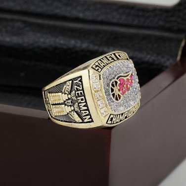 1998 Detroit Red Wings Hockey Championship Ring Size 10-13 With a nice wooden case