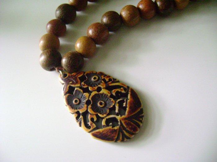 Three Shades Wood Collar