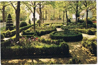 Williamsburg Virginia Postcard Formal Garden