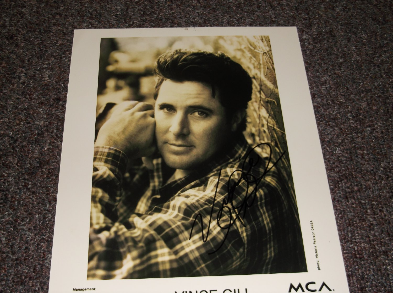 Vince Gill signed 8x10 photo
