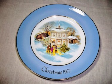 """Avon 1977 Plate Series Fifth Edition """"Carollers In The Snow"""""""