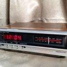 Vintage SOUNDESIGN Mid Century Wood Grain Digital Clock AM FM Raido Model 3626