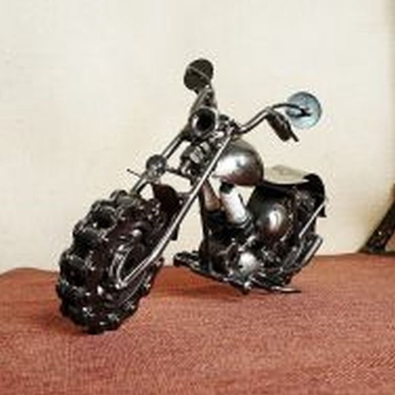 Fashion Model Vintage Iron Chain Motorcycle