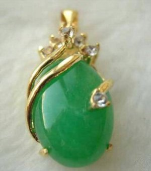 Excellent green jade emerald pendant necklace