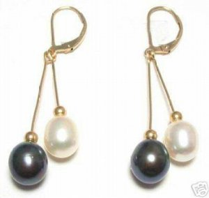 Charming white and black seashell pearl earring