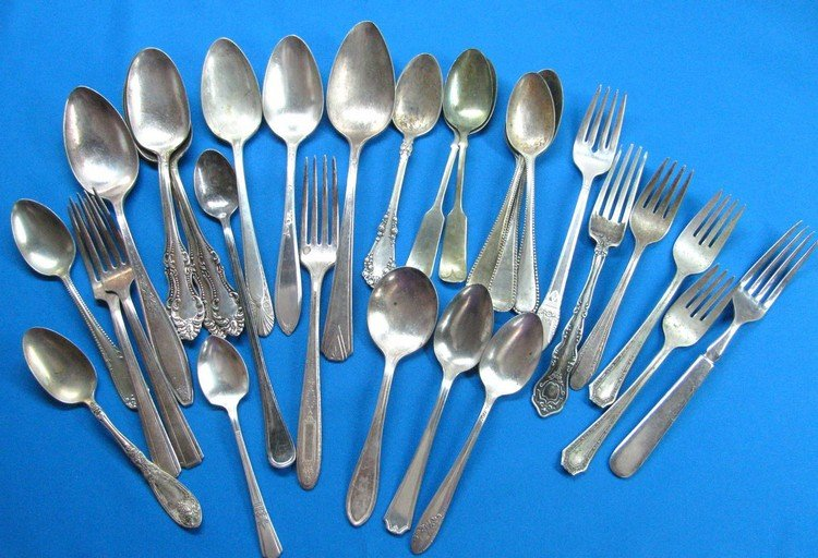 Vintage Silverplated Flatware Craft Lot 30 Ornate Spoons Large Tablespoons Forks Serving